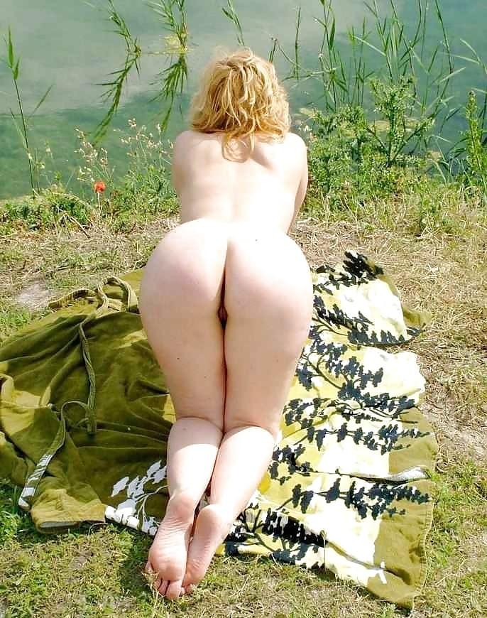 russkie-dami-na-prirode-porno