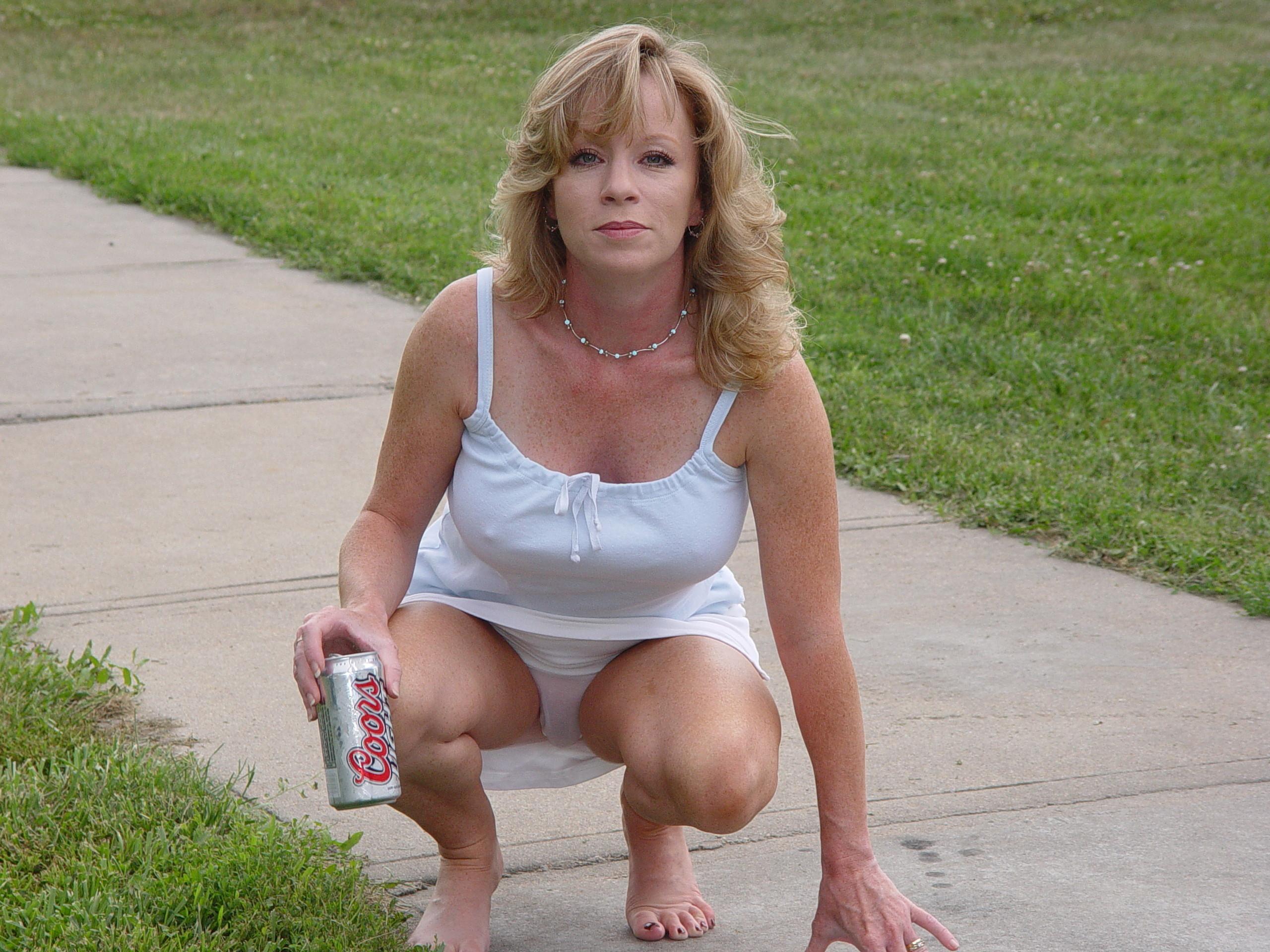У мамаши задралась юбка, У мамы задралась юбка русское 2 фотография