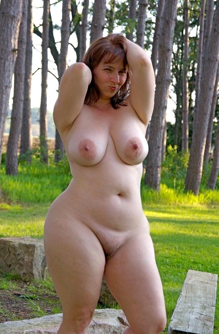 Пышная голая тетка 3 фотография