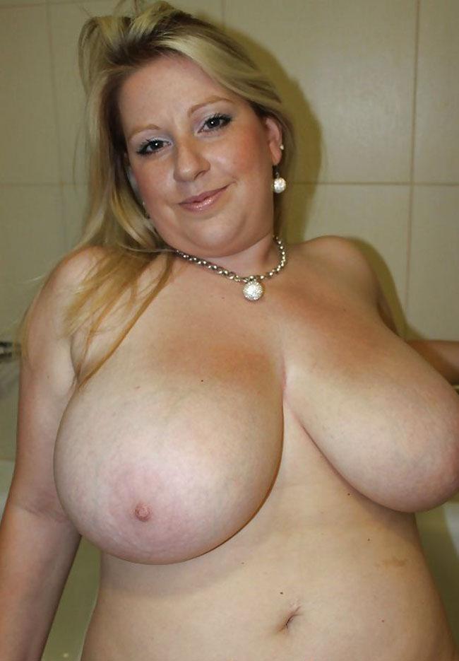 Пышная грудь зрелой женщины фото