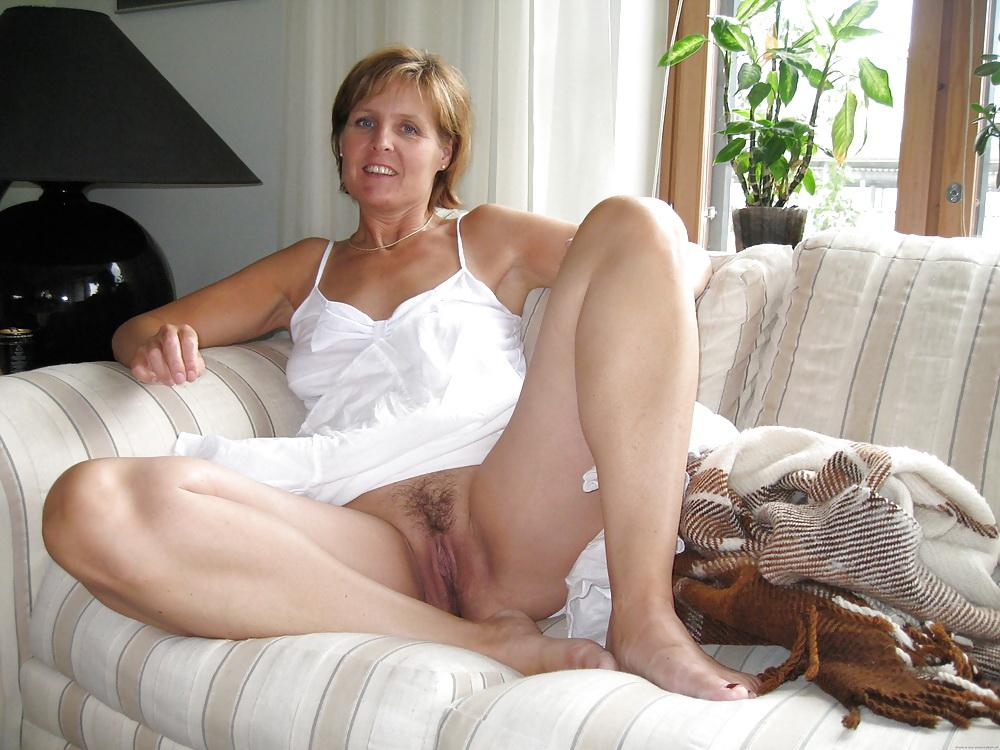 подглядывание за зрелыми женщинами без трусиков фото галиреи