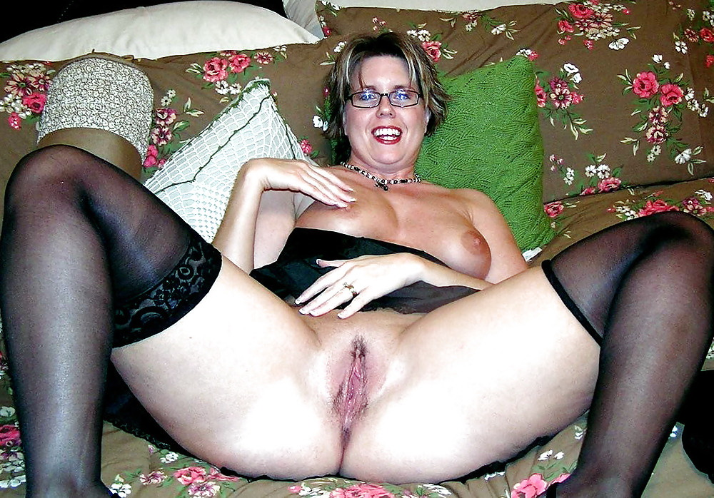 Big tit british milf keeps her customer happy 1