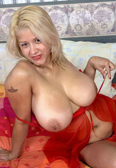 Nude Big Titted Moms