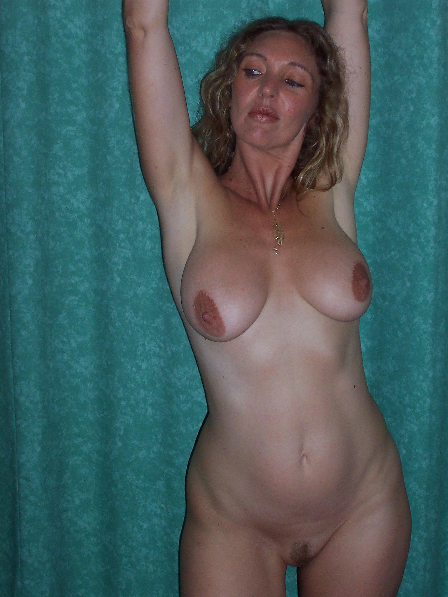 golie-seksi-v-kolgotkah
