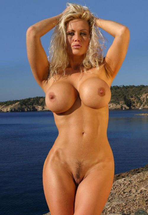 Фото голых блондинки с большими грудями