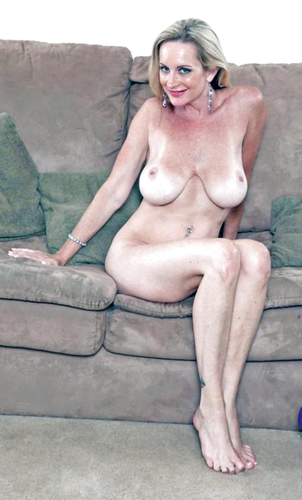 Фото зрелая женщина с обвисшей грудью