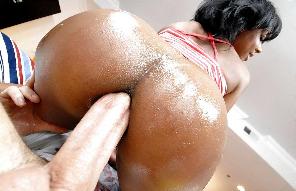 Порно гладкая черненькая попка