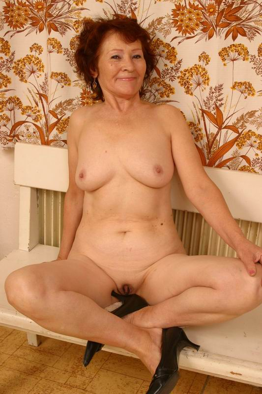 Russian mature cunt and her secret amateur 3