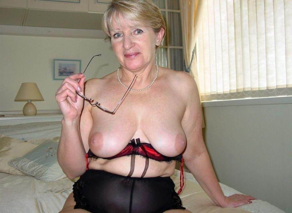 Big tited mature lady shows how its done rm 3