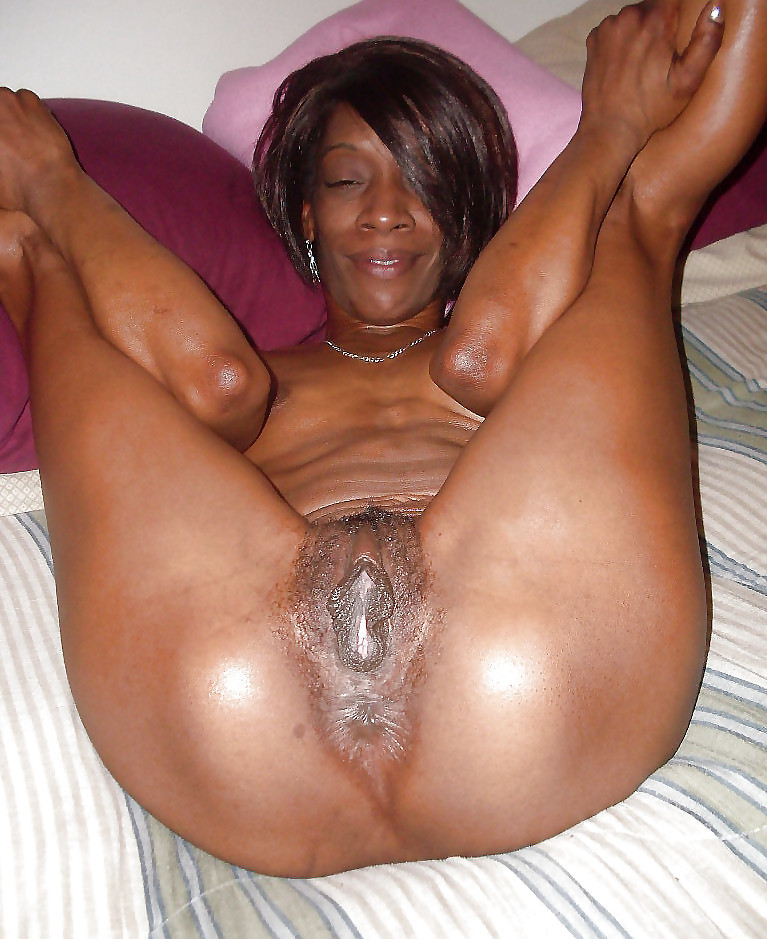 Fuck a naughty ebony milf
