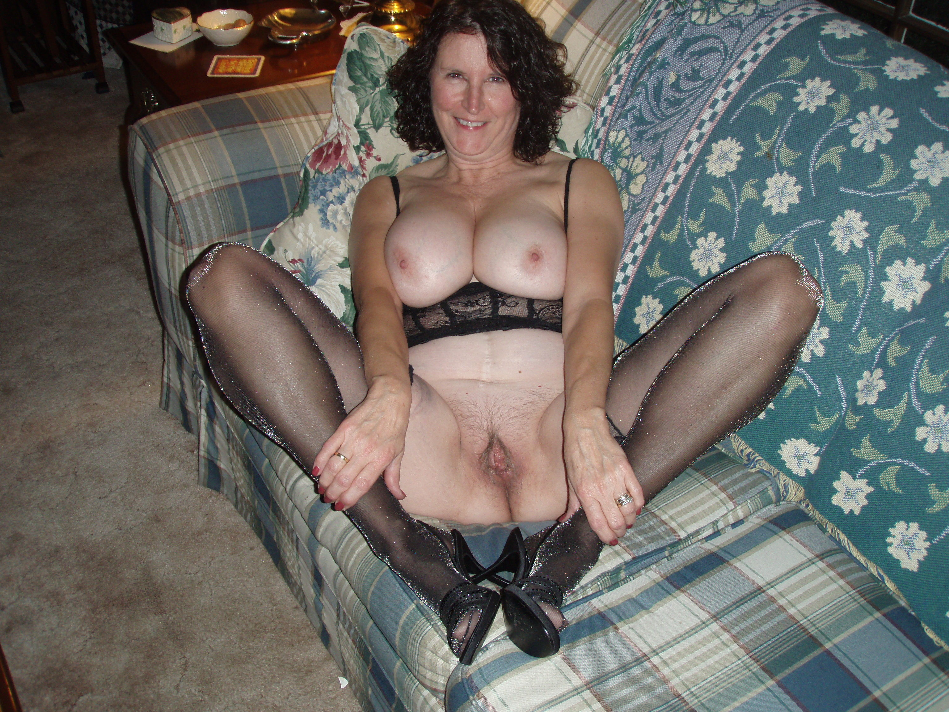 Фото голых женщин с полными ножками 23 фотография