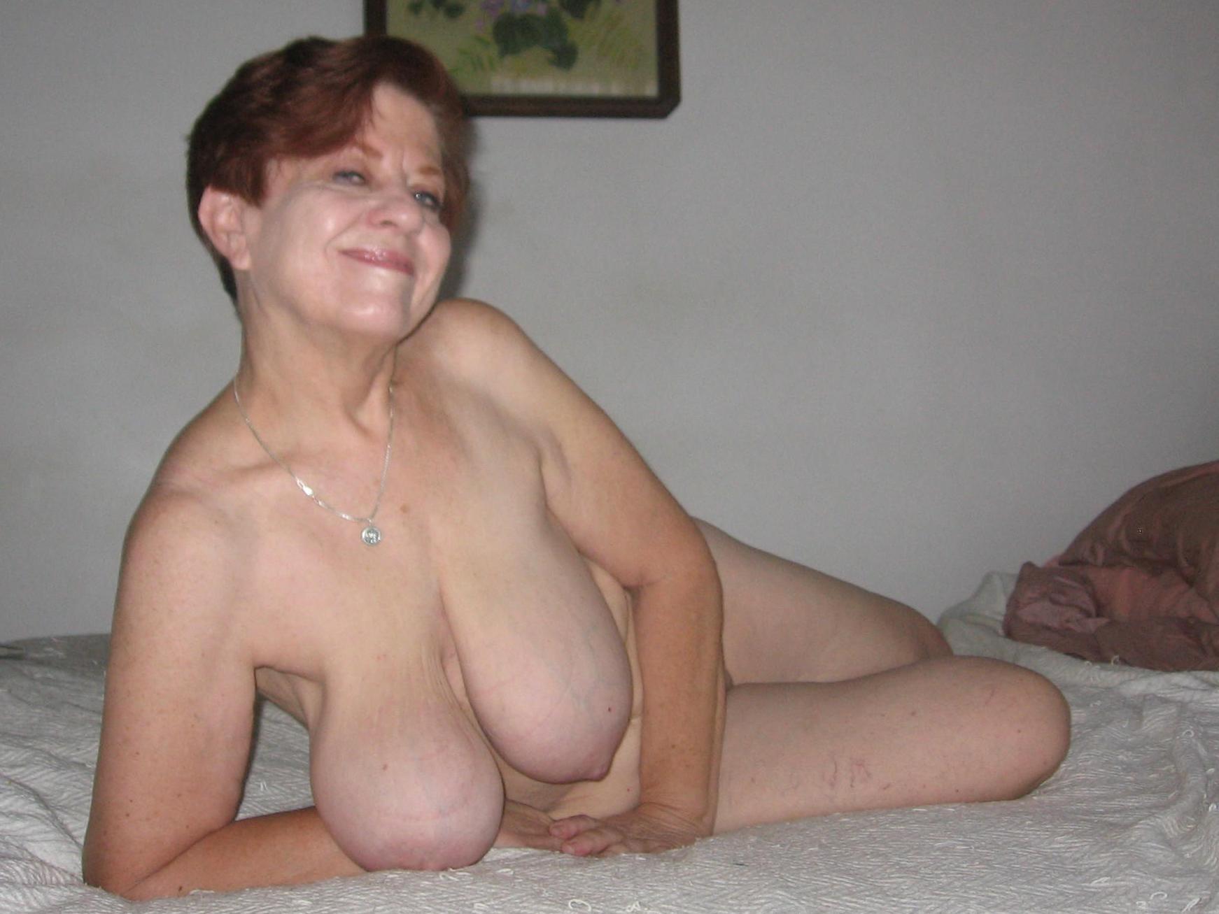 girlfriend hand job nude