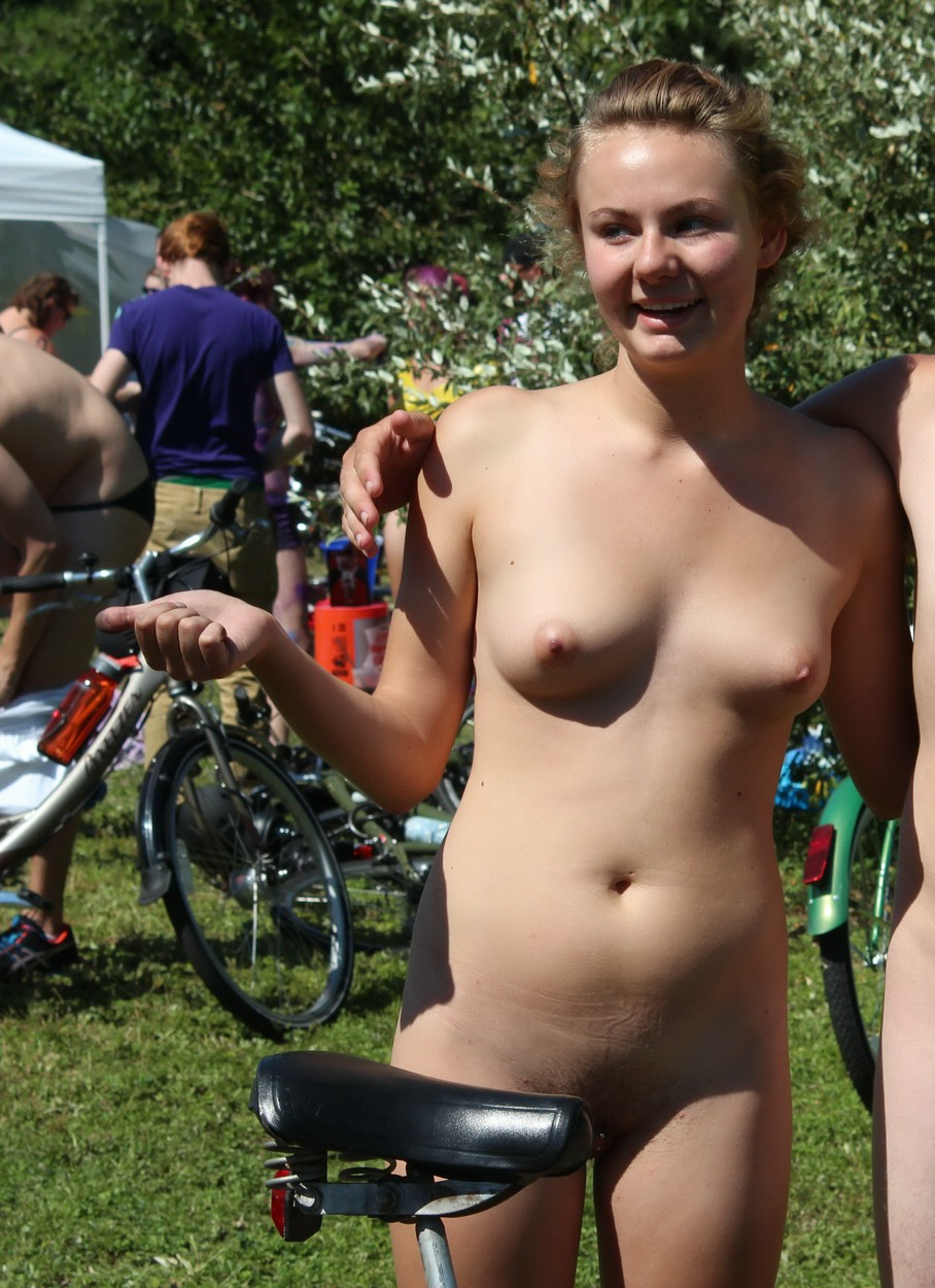 Naked mom caught changing