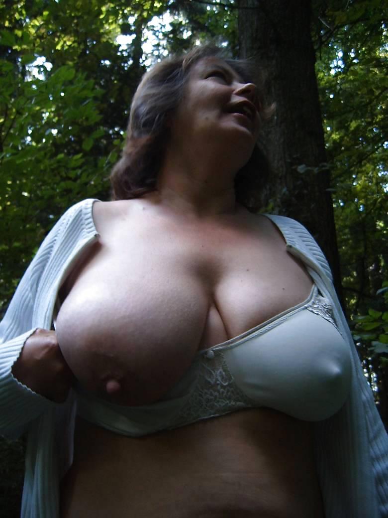 bolshie-grudi-s-neveroyatnimi-siskami-porno-foto