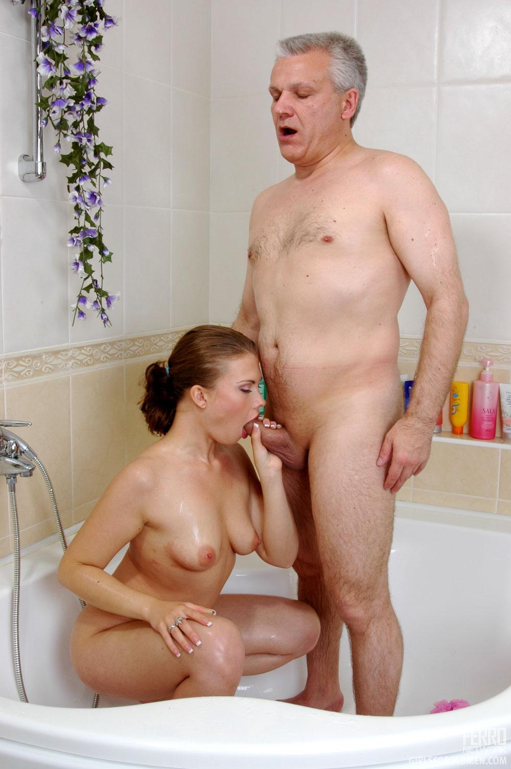 Смотреть бесплатно как папа и дочь занимаются сексом 15 фотография