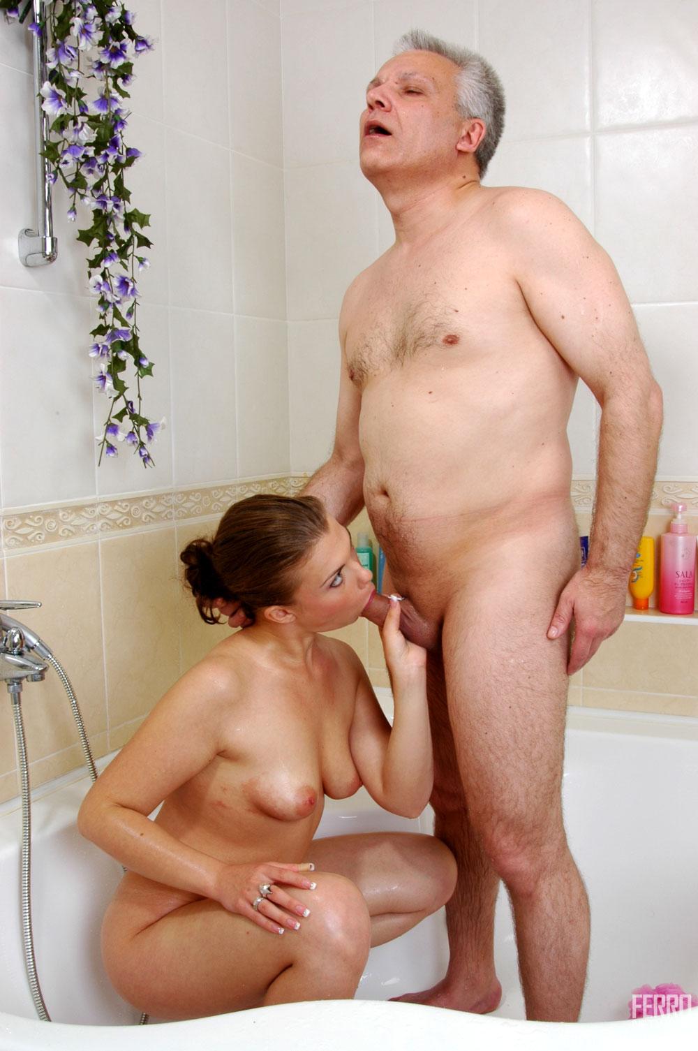 Фото секс с внуком в ванной 15 фотография