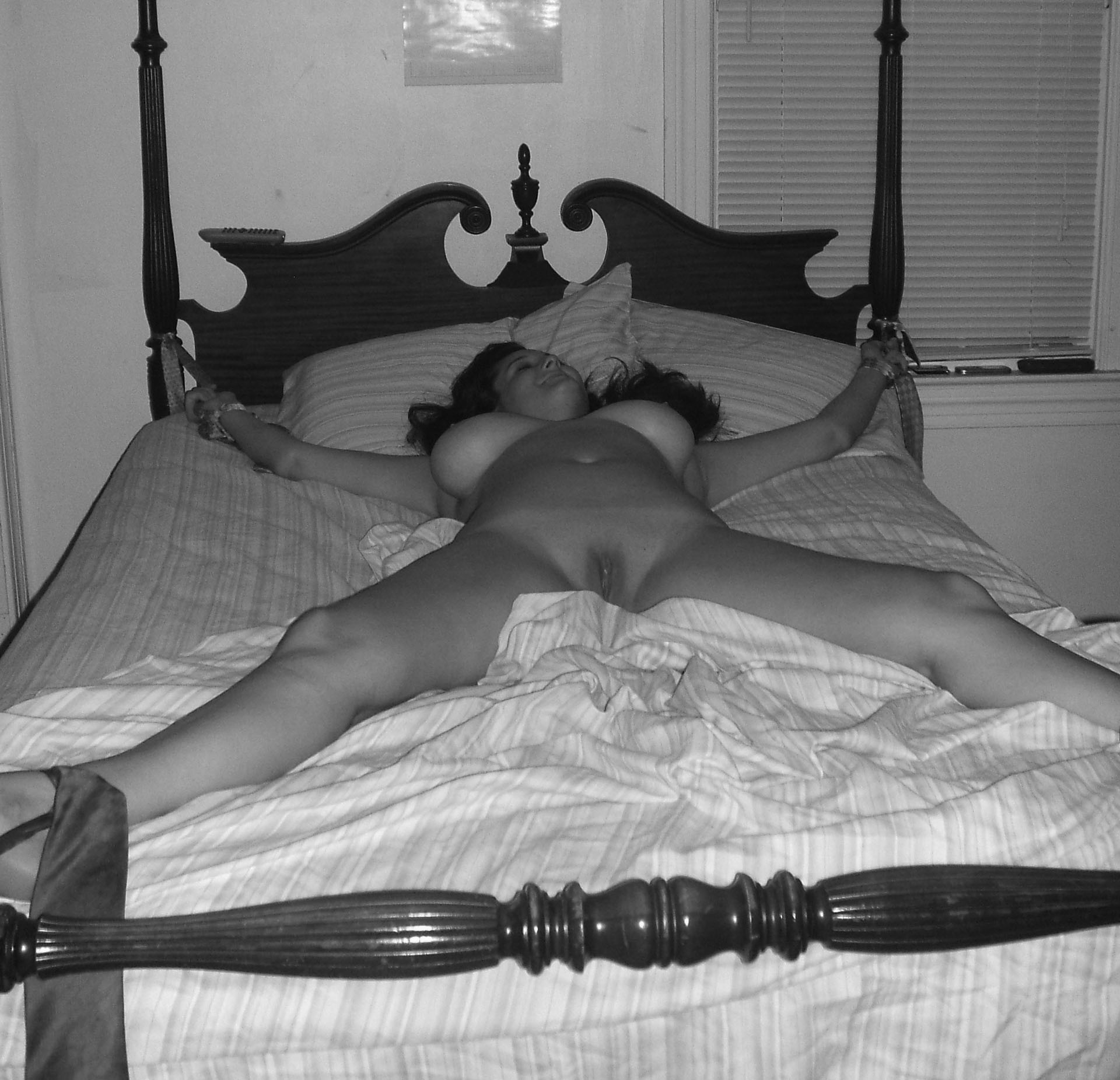 girl tied to bed sexy