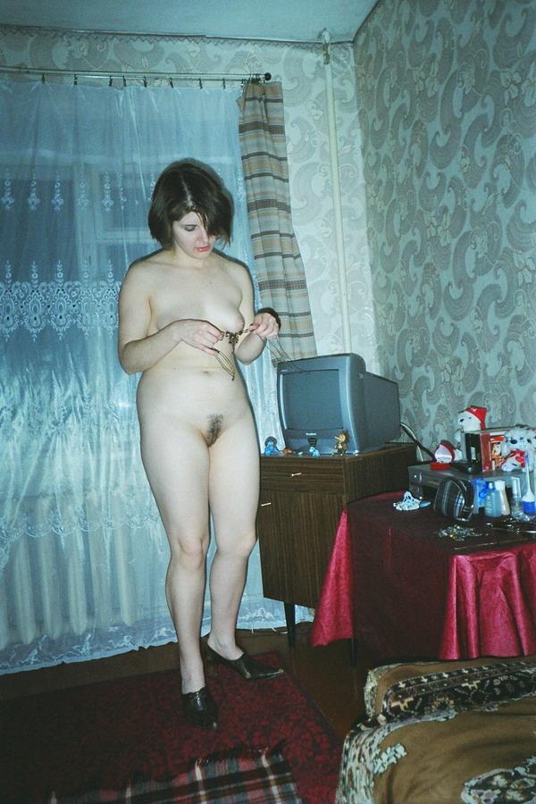 devchonki-menyayut-tamponi-skritaya-kamera