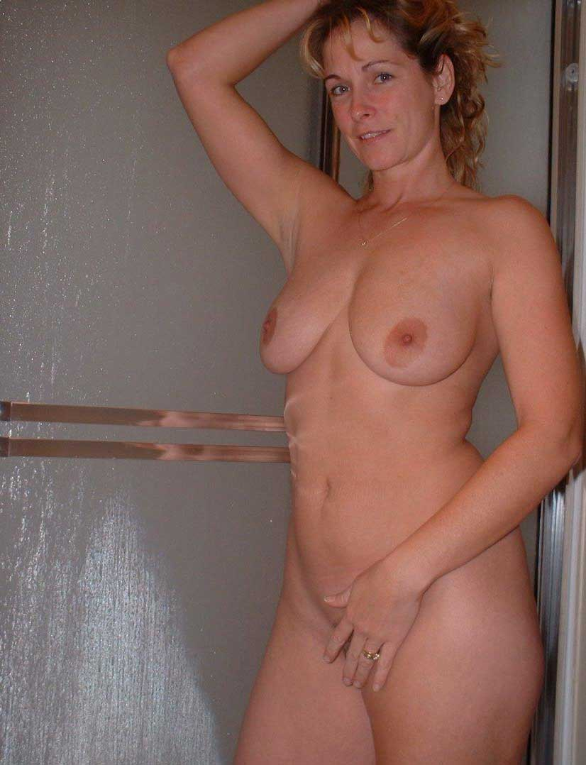 Amateur milf with huge natural tits 4