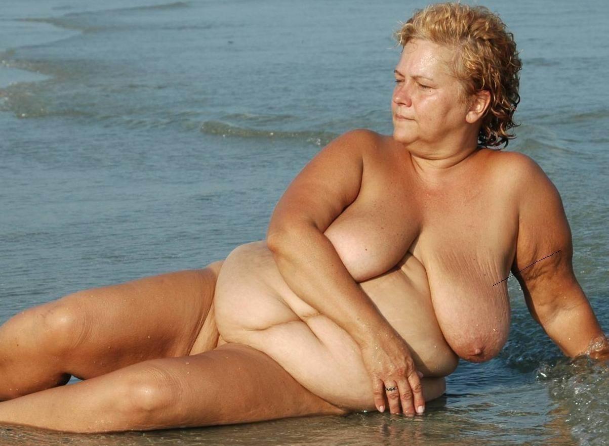 Старые бабки голые на пляже фото 23 фотография