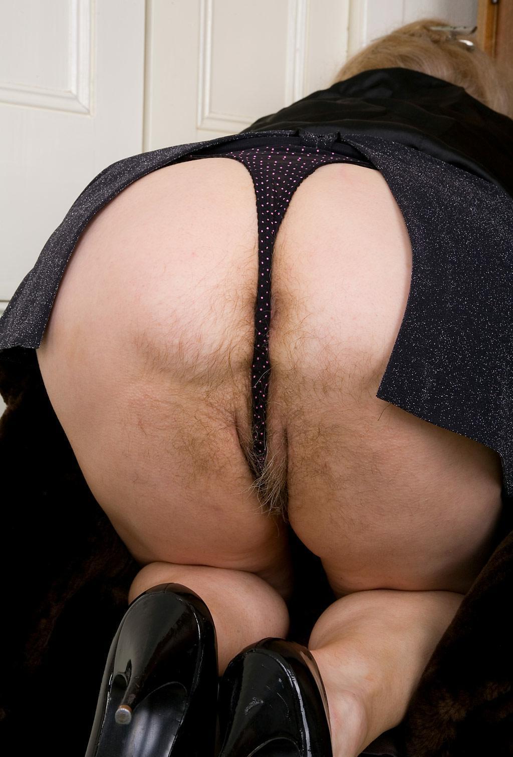 Волосатая большая жопа раком фотки