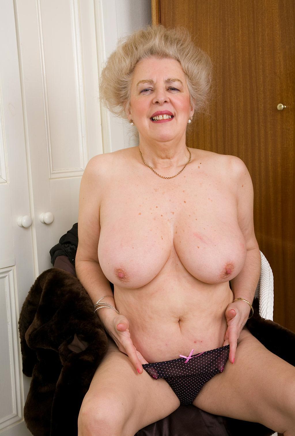 Фото сиси бабушки 6 фотография