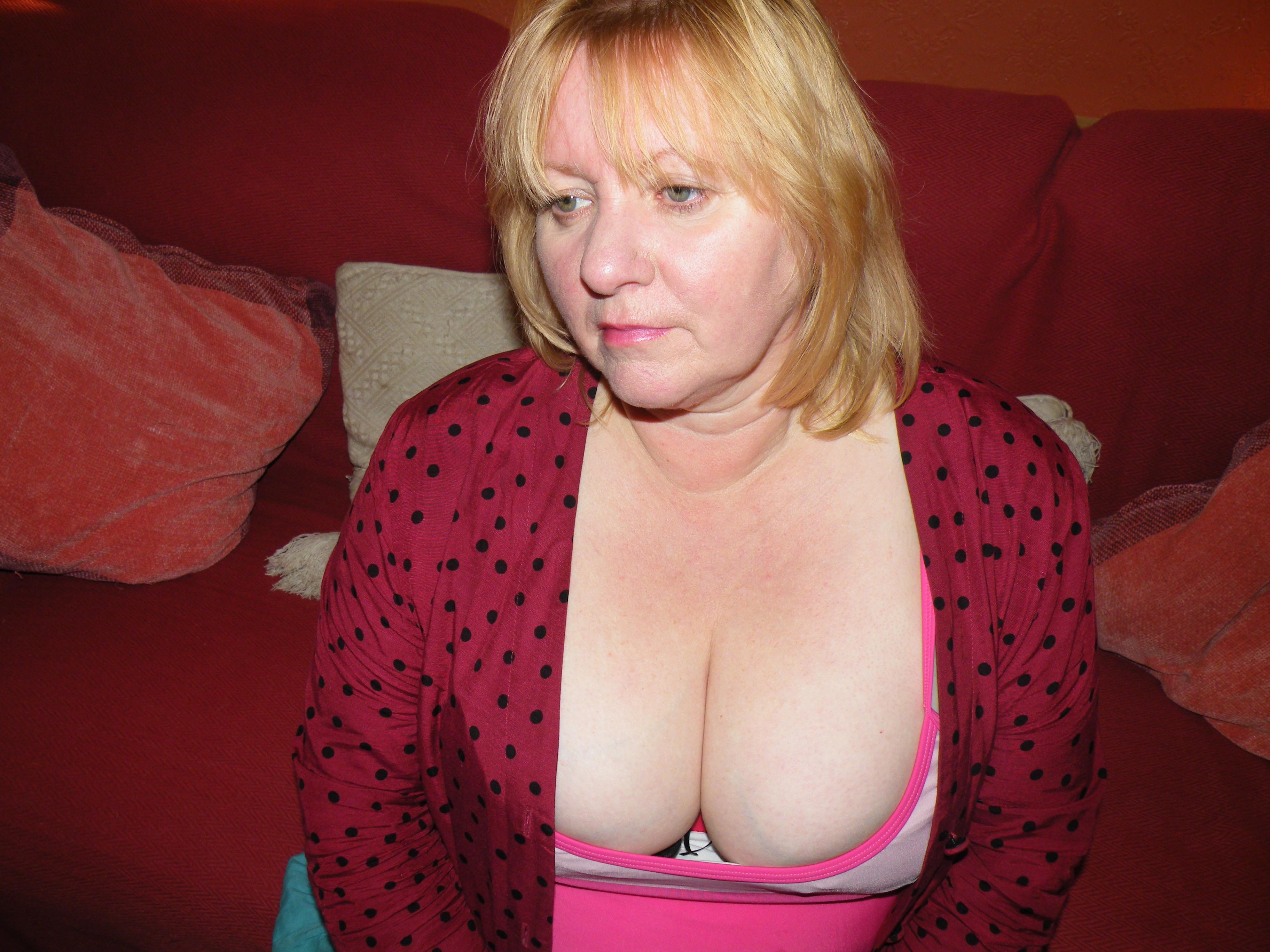 Naked Mature Hotties 109