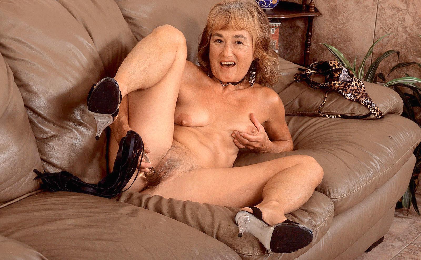 pretty pinay artist naked