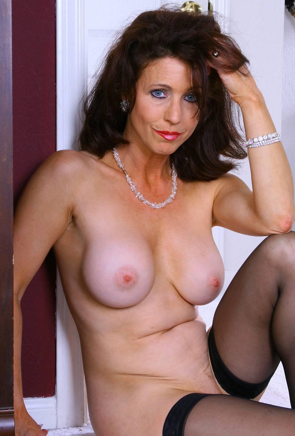 hottie mature moms pics