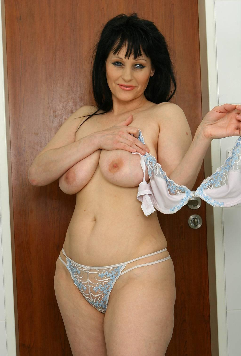 Free mature sexy housewife videos
