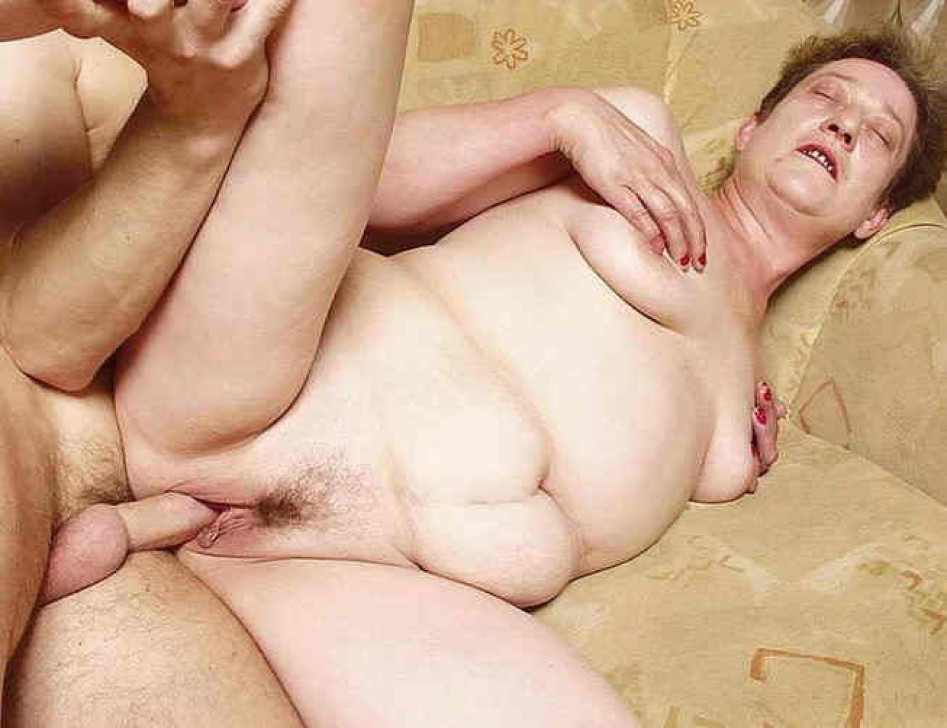 flat chested pregnant nude