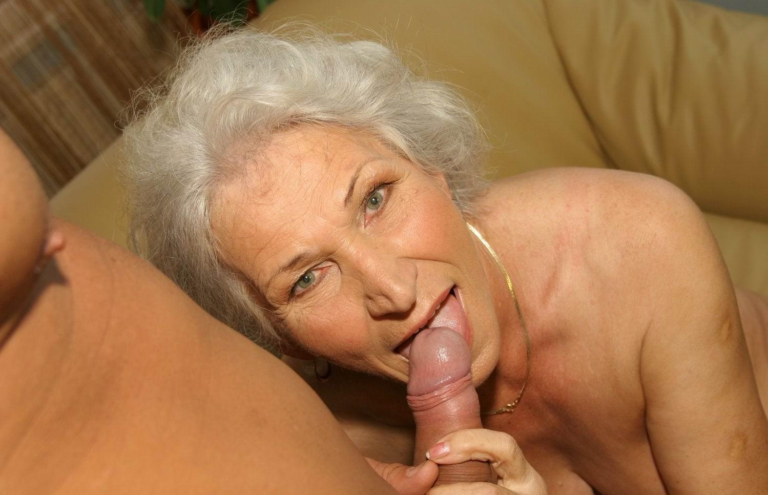 Секс с бабушке дома 9 фотография