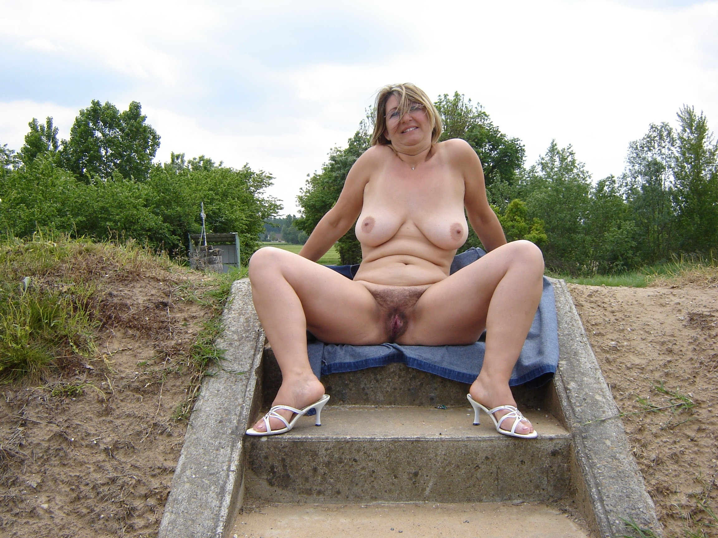femme nue ronde escort la rochelle