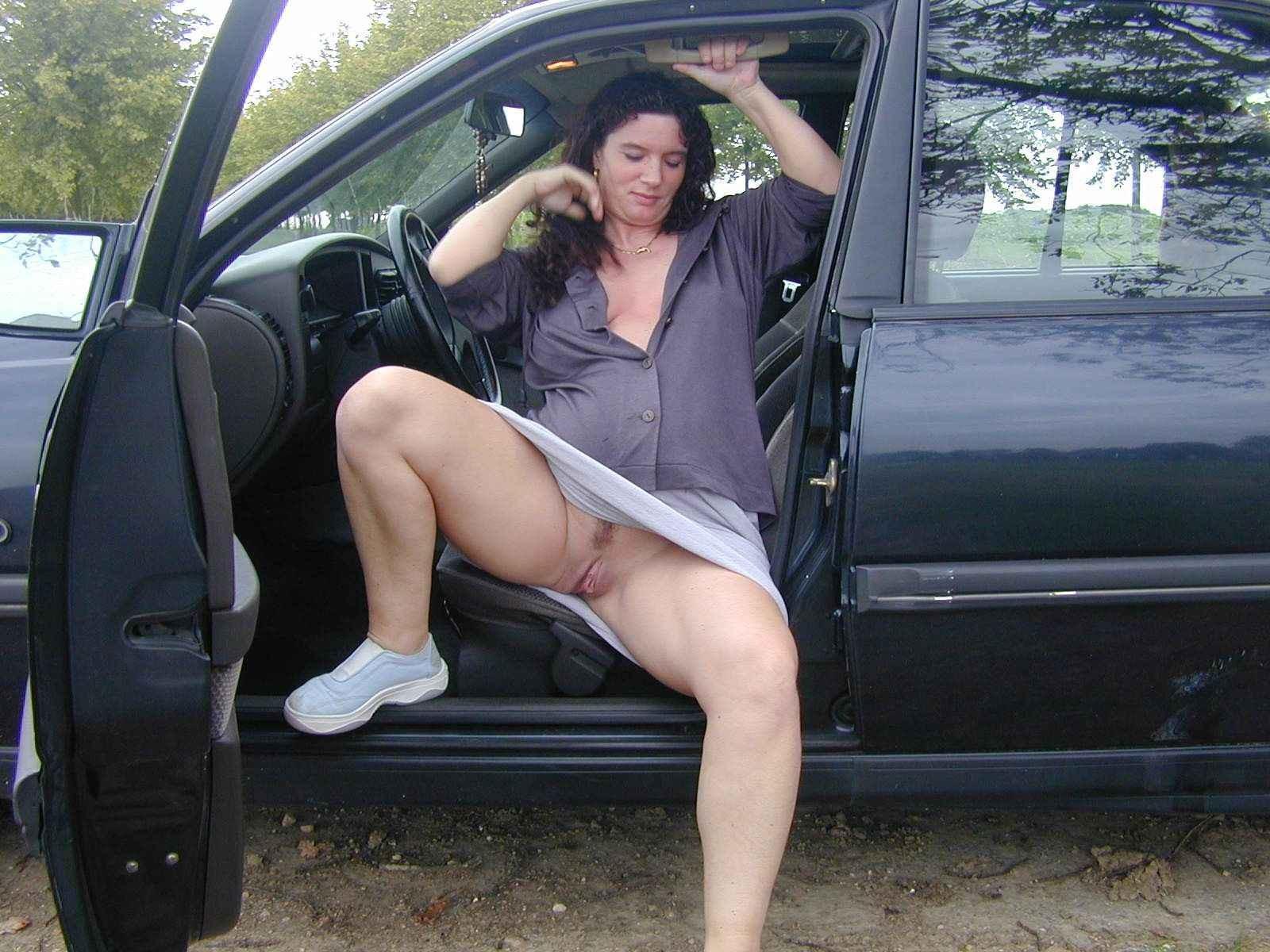 Подглядывания под юбку у старых женщин