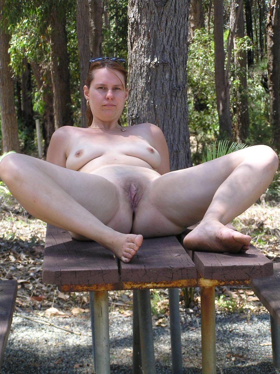 Жены на даче голые @ 18-porno.ru