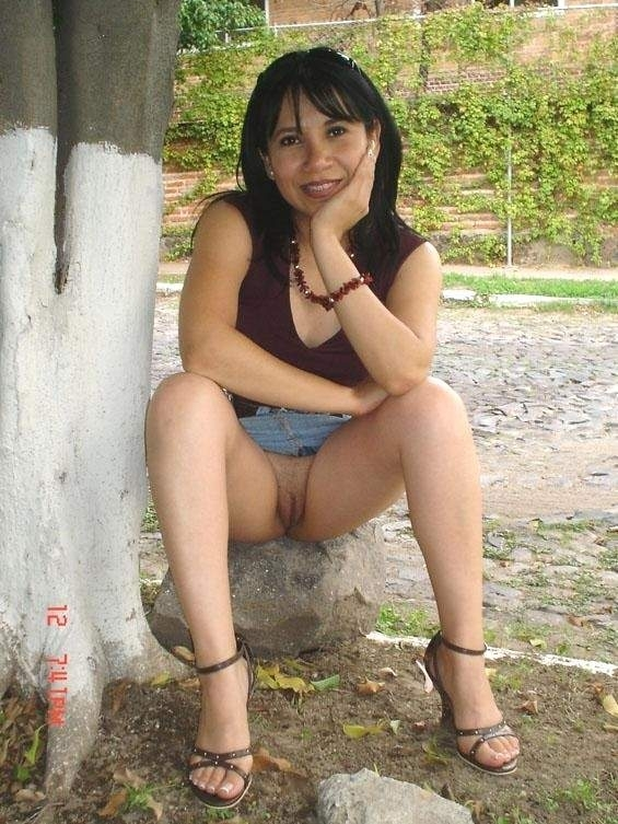 female hot naked outdoor