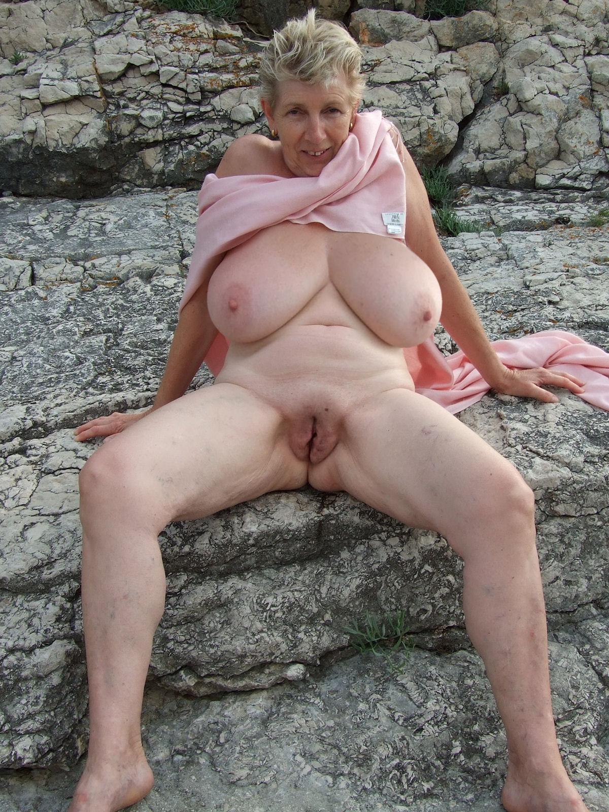 Смотреть фото обнаженных бабушек