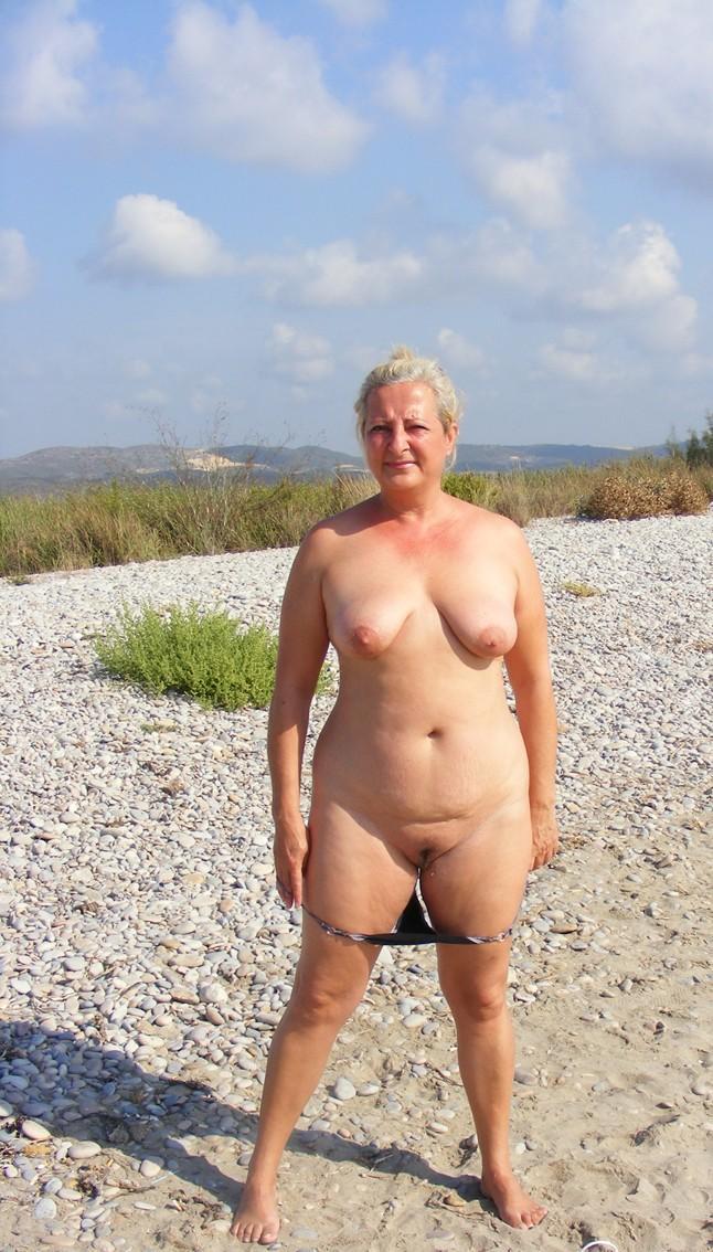 Vanessa Hudgens Vagina Tug 40