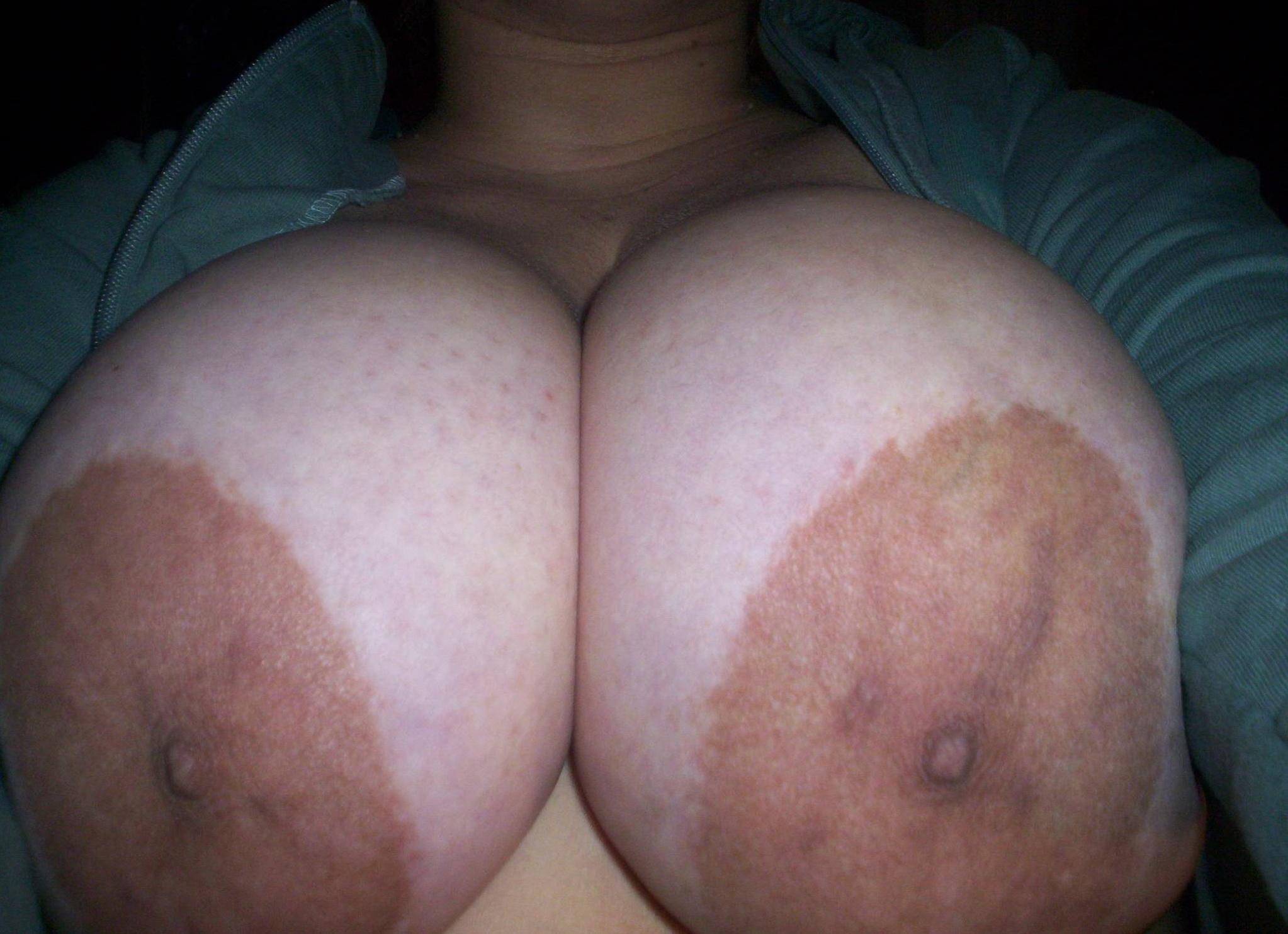Смотреть порно нарезки сперма на ореолах сосков