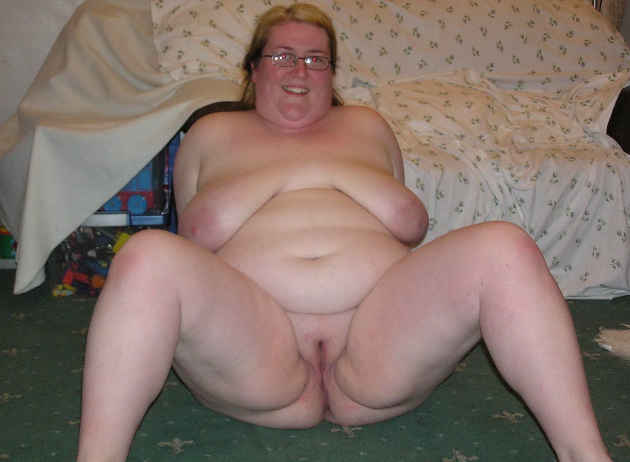 Fucking my fat horny bbw ex gf on her parents bed 5