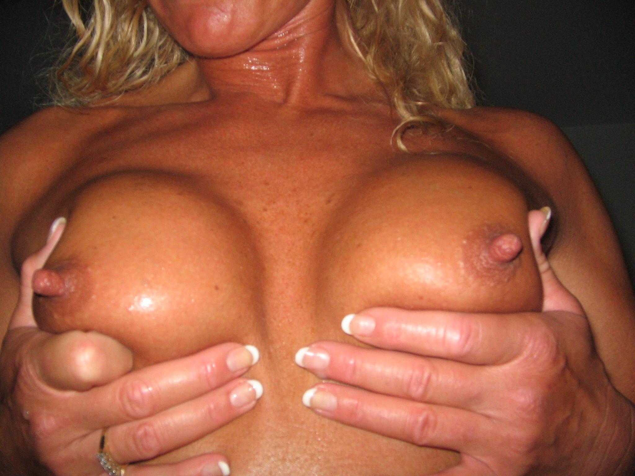 nadia virgin shows pussy