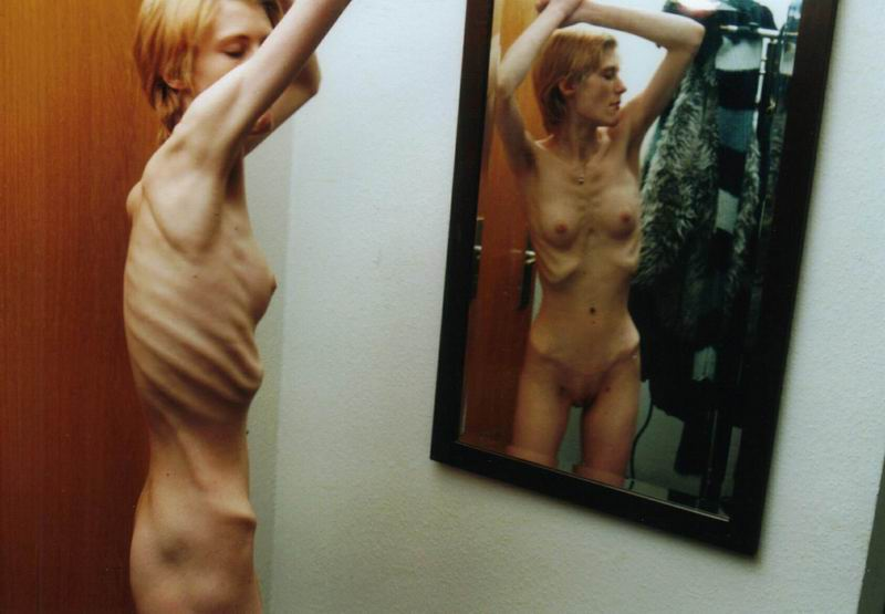 голая худая девка фото