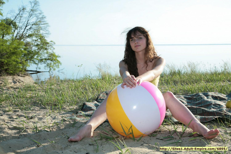 nude cute thin girl