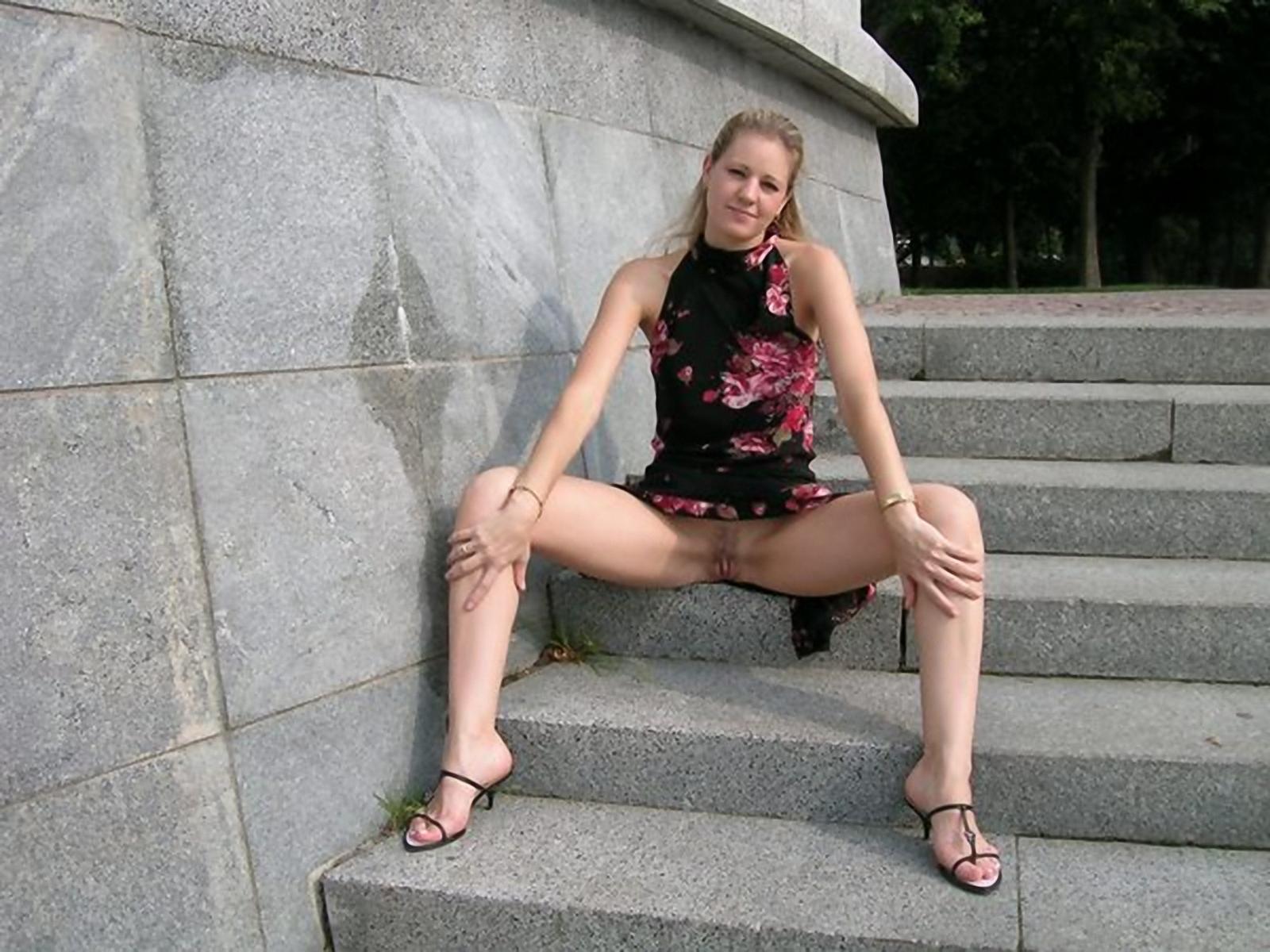 Сестра сидела без трусов 25 фотография