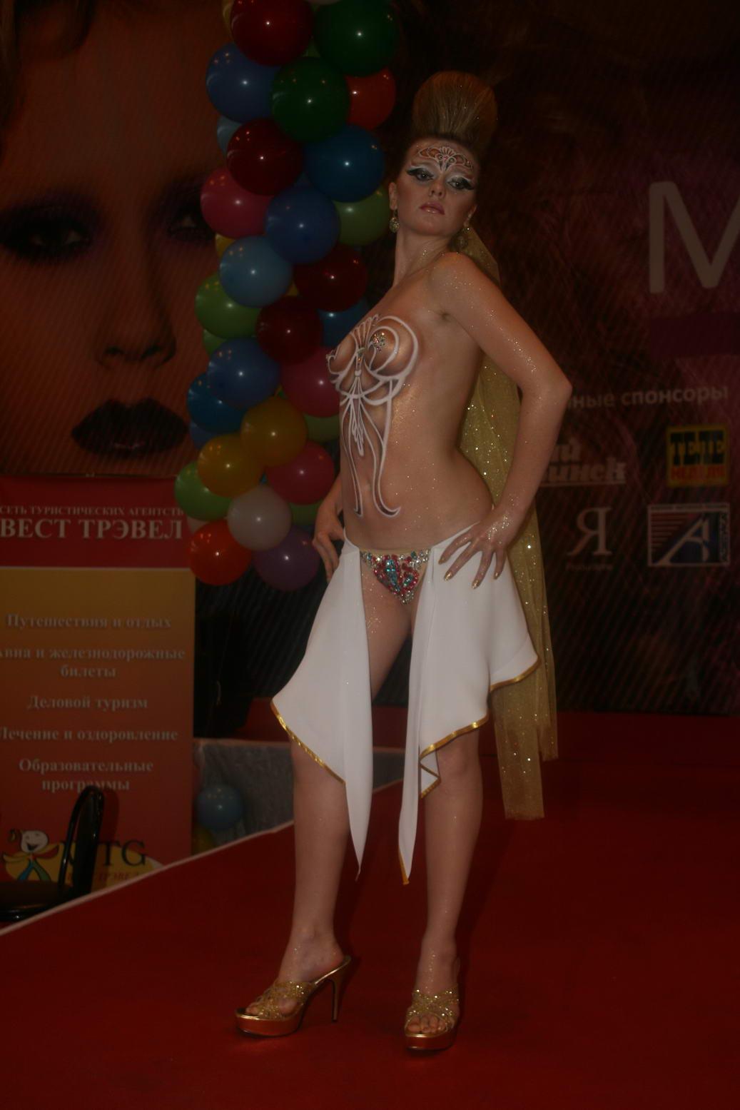 Alyson Hannigan Topless