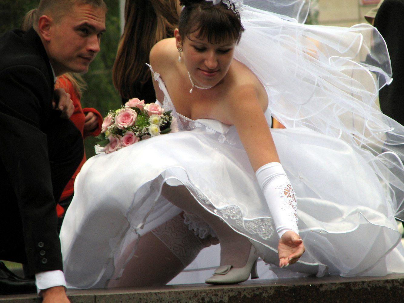 Невеста без трусов под юбкой