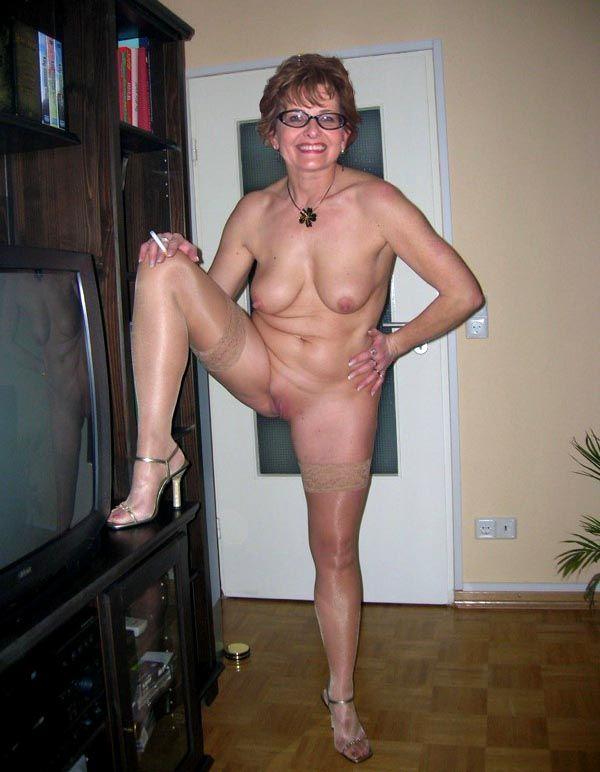 Частные фото старых голых женщин в очках