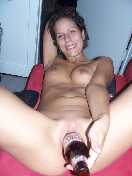 young amateur girls shows tight shaved pussy